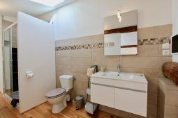 Badezimmer 1 (En-Suite des Schlafzimmers 1)